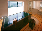 和洋デラックスルーム Bタイプ 広い客室のお風呂はお洒落なドレッサー付きです。