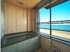 和洋デラックスルーム Aタイプ 海を一望できるお風呂付です。